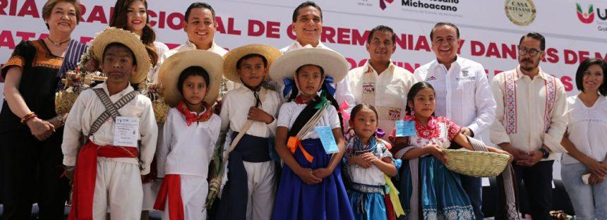 Entrega Gobernador reconocimientos a artesanas y artesanos en Uruapan