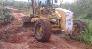 Rehabilita Sedrua 136 kilómetros de caminos rurales en Apatzingán