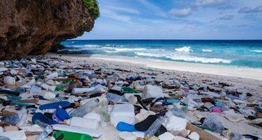 La Unión Europea reta al Reino Unido a 'competir por la cima' en reducción de plásticos