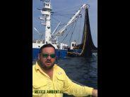 Barco atunero Manzanillo del poderoso Grupomar, provoca la muerte de delfines y peces de escama en Michoacán