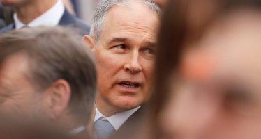 La caída del 'tóxico jefe' de la agencia medioambiental de EE UU