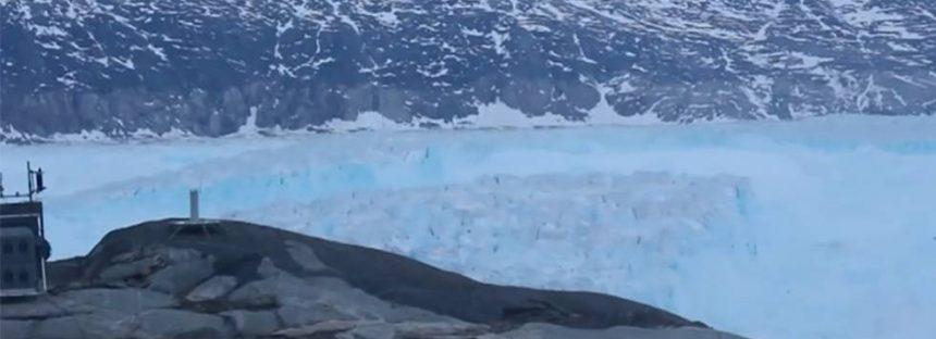 Así nace un iceberg al romperse un glaciar en Groenlandia