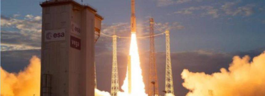 La ESA lanza el 'Aeolus' para estudiar los vientos de la Tierra desde el espacio