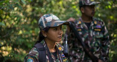 La única guardabosque del Parque Nacional Kui Buri destruye los estereotipos
