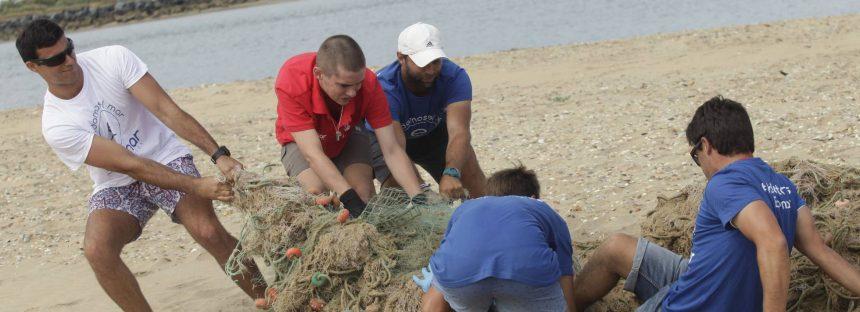 Cientos de personas para limpiar las playas