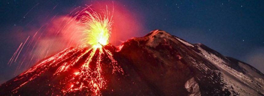 La erupción del Etna hace rugir al Stromboli y sacude Catania con un terremoto de magnitud 4,8