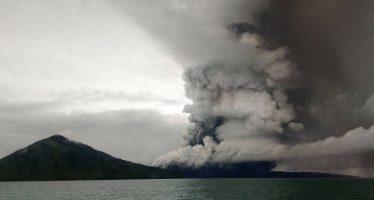 Indonesia eleva la alerta por la erupción del Anak Krakatoa