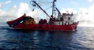 Aseguran barco sardinero por realizar pesca dentro de Reserva de la Biosfera