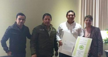 Entregan certificados de industria limpia a dos empresas en Hidalgo