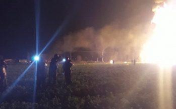 Pemex atiende incendio en toma clandestina en Tlahuelilpan, Hidalgo