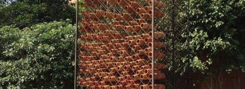 Abejas y terracota inspiran un innovador sistema de enfriamiento de aire en India