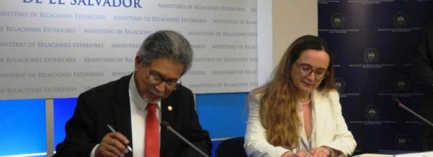 El Salvador y la UICN firman acuerdo para establecer sede