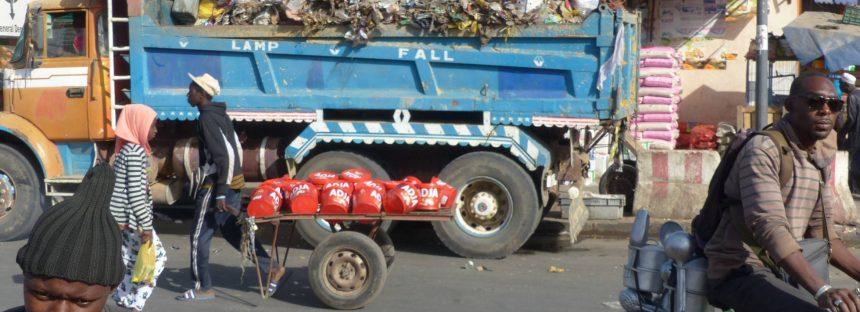 Tres camiones de basura para 250.000 personas