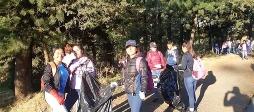 Despliega Mayela Salas limpieza al pueblo y carreteras de acceso a Angahuan