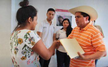Entrega Roberto Pantoja apoyos a beneficiarios del programa 'Jóvenes Construyendo el Futuro' en San Lucas