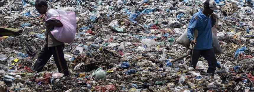 Cerco al tráfico internacional de residuos plásticos que contaminan los océanos