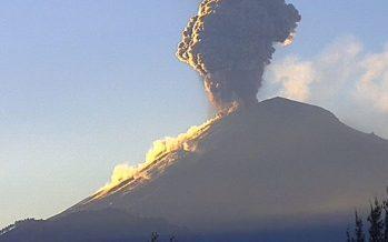 En plena contingencia ambiental, el Popocatépetl presenta explosión