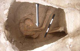 Los cadáveres que contradicen a Dios con su ADN