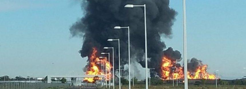 Explosión en ducto de Pemex deja al menos dos muertos en Celaya, Guanajuato