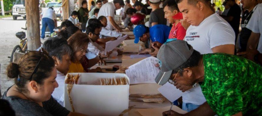 Entregan apoyos a pescadores afectados por vedas en Campeche