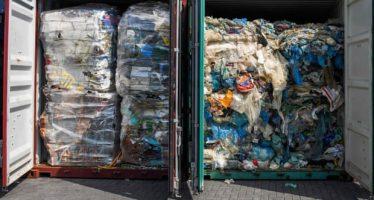 El reciclaje de plástico es un mito: ¿qué le sucede realmente a tu basura?