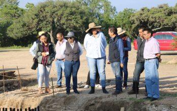 Presidente Municipal, Elvia Montes Trejo, recorre obra de ampliación de red de agua potable para Villa Progreso y El Ciervo