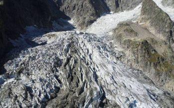 Un glaciar en el Mont Blanc corre el riesgo de derrumbarse por el deshielo acelerado