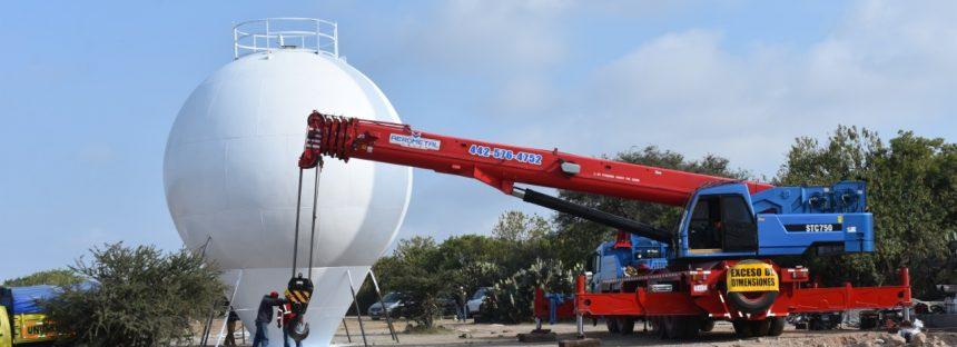 Supervisa Elvia Montes maniobras para la colocación de depósito elevado en Villa Progreso
