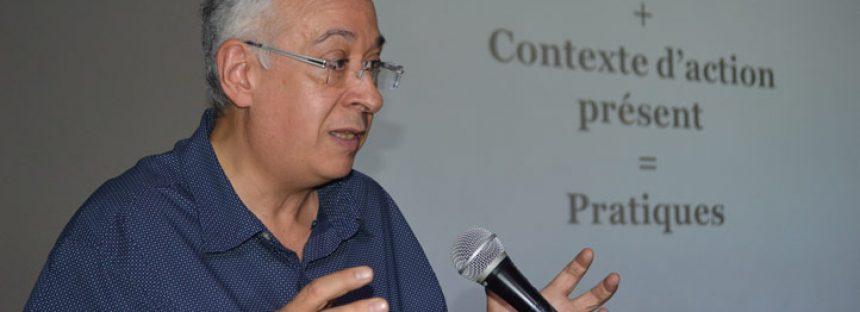 El sociólogo Bernard Lahire establece: para entender las acciones presentes hay que conocer el pasado y el contexto
