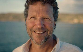 El activista que abraza a las tortugas del Mediterráneo