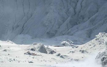Nueva Zelanda investiga la erupción del volcán ante los avisos previos de aumento de actividad