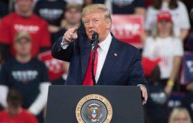 Donald Trump la emprende (otra vez) contra los molinos de viento