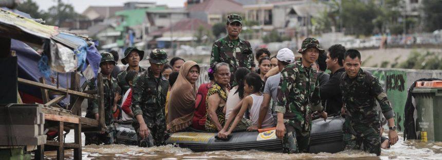 Al menos 26 muertos y 31.000 evacuados por inundaciones en Indonesia