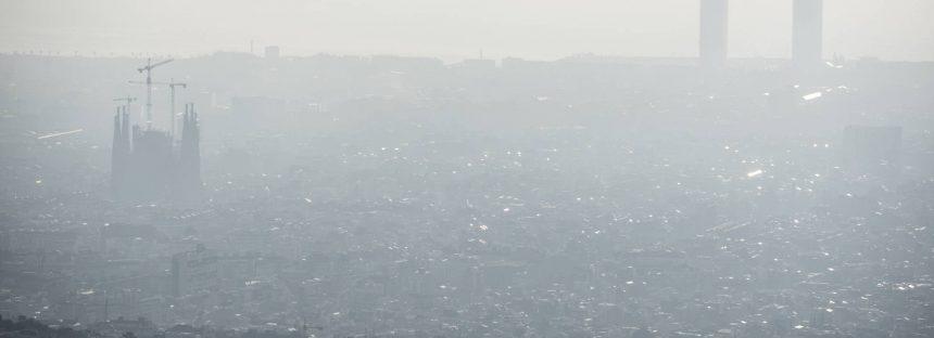 La contaminación cae en Barcelona, pero aún supera los niveles máximos legales