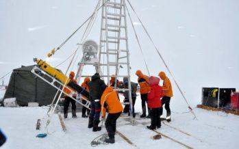 Científicos llegan a la base del glaciar del 'Día del Juicio Final' en la Antártida, que se derrite a un ritmo alarmante