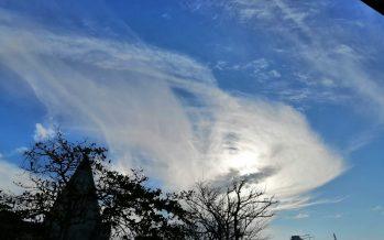 Se presenta configuración nubosa, debido a la masa de aire polar que se desplaza desde el norte de México