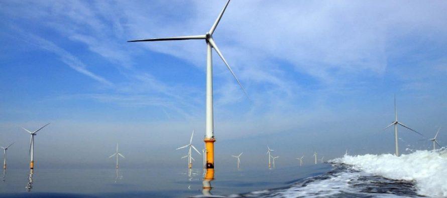 México piensa en combustibles fósiles; el mundo en el mundo en energías renovables