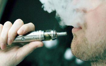 """Vapear"" cigarros electrónicos, causa de cáncer: neumólogo Homero Náñez Terreros de la UANL"