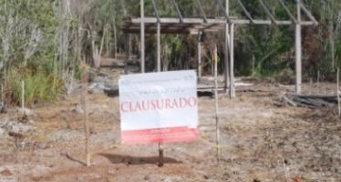 Clausuran obras y actividades irregulares en humedal costero en Bacalar