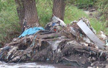 Investigadores del Tec. de Monterrey y voluntarios, van a rescatar el río Atoyac, de Puebla