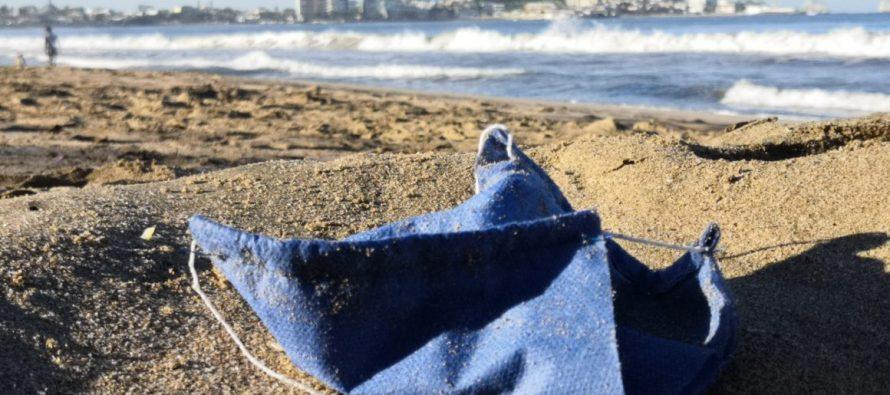 Cubrebocas terminan en las playas