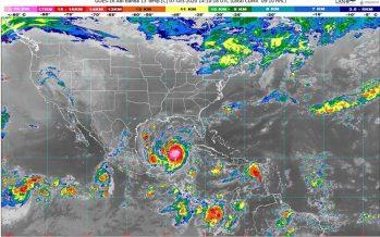 Amplia circulación del huracán Delta provoca lluvias torrenciales en norte de Quintana Roo y oriente de Yucatán; y marea de tormenta