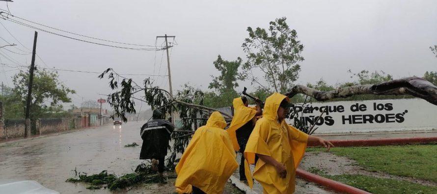 Evalúan daños físicos en infraestructura, y auxilian a la población en zonas afectadas por paso de huracán Delta
