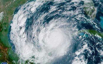 A punto de emerger huracán Delta, de la costa noreste de la Península de Yucatán